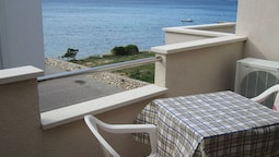 Nice Studio Apartment With Balcony and sea View,50 Meters Distant From