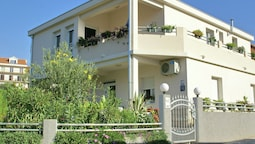 Beautiful Apartments Just Outside Trogir , Only 100 m Away From the Be