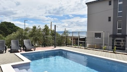 Nice Apartment With Shared Swimming Pool Only 500m From the Beach and