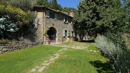 Villa in the Hills of Cortona, With Private Swimming Pool and Stunning