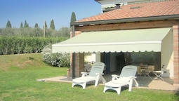 Spacious Holiday Home With Private Garden and Barbecue