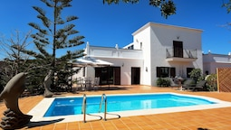Comfortable Holiday Home in Yaiza With Swimming Pool