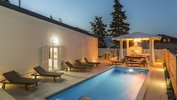 Fabuluous Villa With Private Pool, Garden & Jacuzzi, Elite Location, t