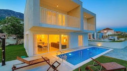 Modern Villa, Heated Private Pool, Close to the Sea, In-between Split