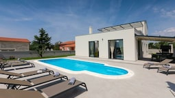 Spacious Villa in Pula Istria With Swimming Pool