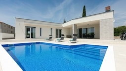 Detached Villa With Private Swimming Pool, 1.5 km From the Beach and 4