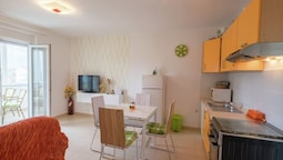 Comfortable Family Apartment Near the sea With Airconditioning, Wifi,