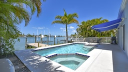 Water Lover's Paradise - Weekly Rental 2 Bedroom Home
