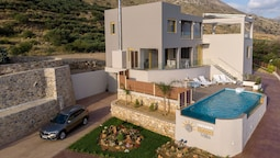 Large Modern new House With Swimming Pool and sea View on South Coast