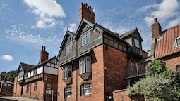 Superb Period Townhouse in Historic Uphill Lincoln